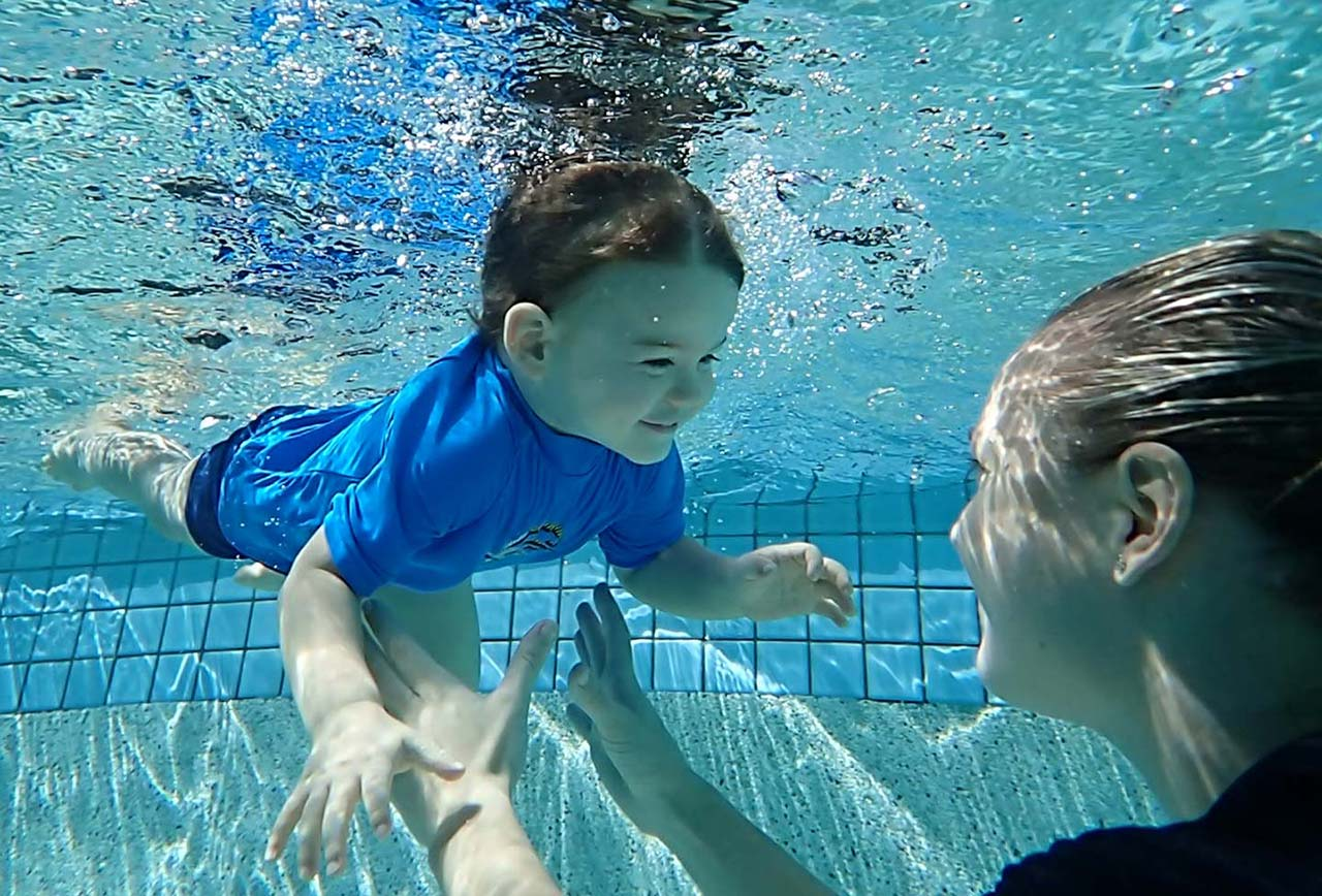 Toddler lesseons Learning to swim and dive is fun